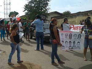 Professores realizaram caminhadas em protesto pelas ruas de Alenquer (Foto: Divulgação/Sintepp)