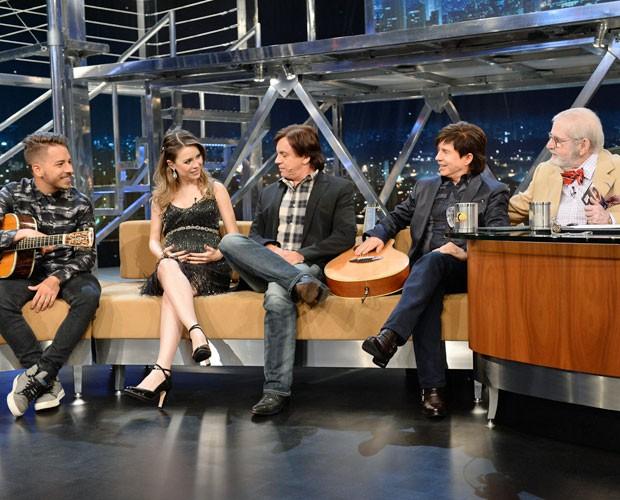 Sandy deu entrevista ao Programa do Jô com a família toda reunida (Foto: TV Globo)