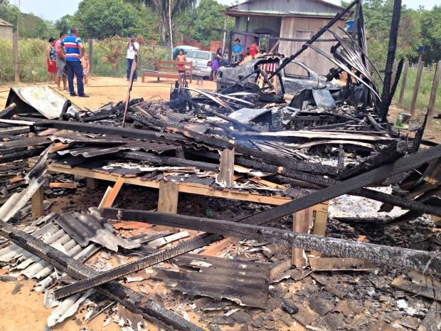 Desempregado perdeu carro e casa durante ataques nesta madrugada   (Foto: Aline Nascimento/G1)