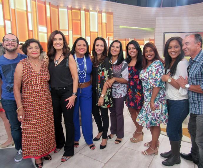 Fátima com a Dra. Joana e sua família  (Foto: Carolina Morgado/Gshow)