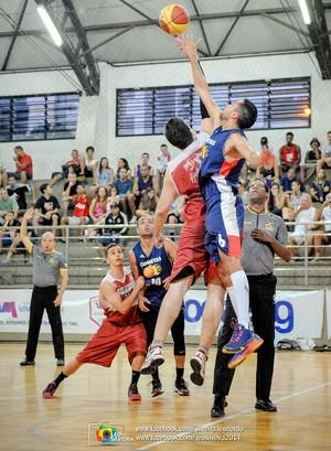 Saldanha e Cometas, na final da Copa ES de basquete (Foto: Léo Silveira)