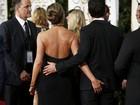 Noivo de Jennifer Aniston leva mão boba da atriz no Globo de Ouro