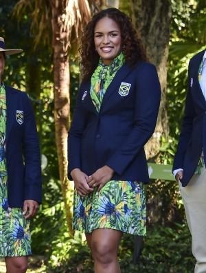 Aline Silva desfilou no Parque Lage com o uniforme de gala do Time Brasil (Foto: Wander Roberto/Inovafoto/COB)