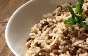 Mjadra: receita árabe de arroz com lentilha e cebola