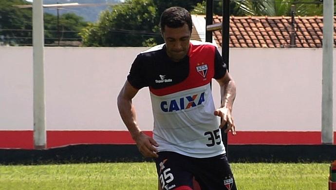 Lino, zagueiro do Atlético-GO (Foto: Reprodução/TV Anhanguera)
