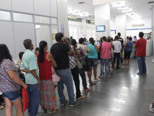 Longas filas se formaram nas agências do INSS no Piauí  (Foto: Ellyo Teixeira/G1)