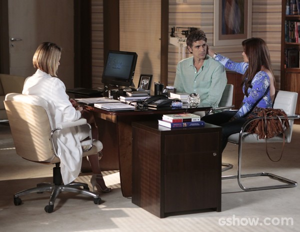 Silvia conta sobre a possibilidade de Cadu passar por transplante de coração (Foto: Felipe Monteiro / Em Família)