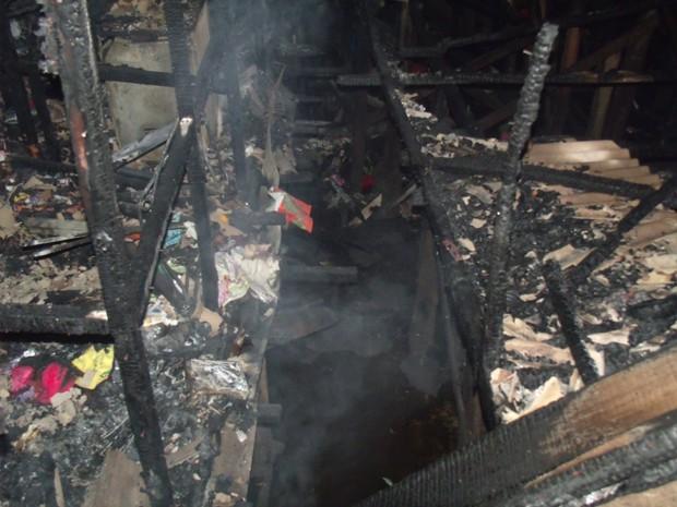 Alguns barracos ficaram totalmente destruídos em Santos (Foto: Roberto Strauss / Arquivo Pessoal)