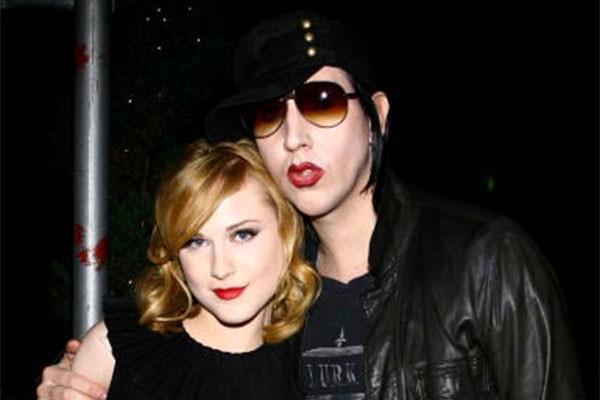 Evan Rachel Wood tinha apenas 19 anos quando começou a namorar Marilyn Manson, 17 anos mais velho e ainda casado com Dita Von Teese na época. Após uma breve separação, o casal se afastou mesmo em 2010. (Foto: Getty Images)