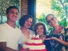 Luciano Huck e Angélica comemoram os aniversários das mães