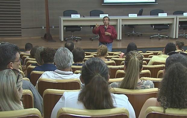 Em encontro, palestras foram realizadas para discutir a importância da Lei Rouanet (Foto: Acre TV)