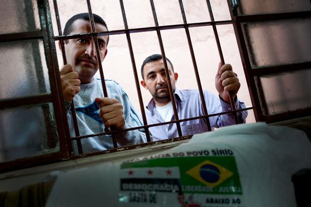 Jihad com o irmão Ali Kebsi (à esq.), que chegou a ser preso e torturado pelo regime de Bashar al Assad  (Foto: Flavio Moraes / G1)