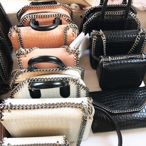 Assim como todas as peças da estilista, a bolsas-hit de Stella McCartney não usam couro animal (Foto: Instagram/Reprodução)