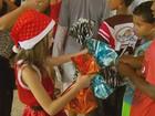 'Menina Noel' de 8 anos faz campanha e distribui 1,4 mil brinquedos em MG