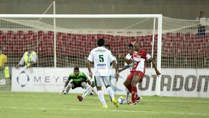 Recuperado de lesão, Denílson voltou ao time do CRB contra o Murici (Foto: Ailton Cruz/ Gazeta de Alagoas)