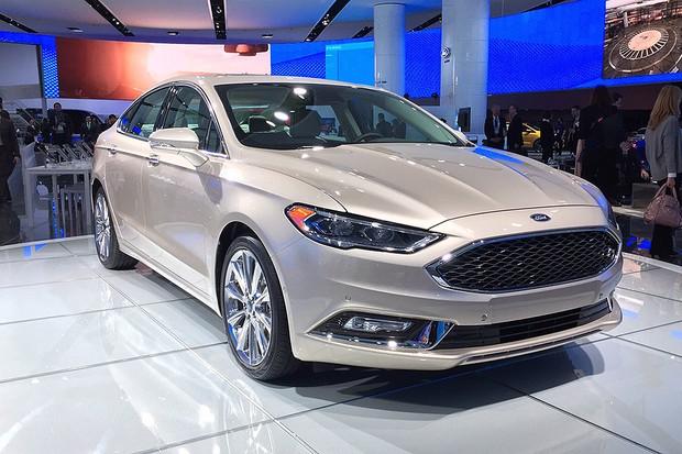 Ford Fusion 2017 no Salão de Detroit (Foto: Michelle Ferreira/Autoesporte)