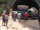 Colisão entre carretas deixa um morto e um ferido na Rodovia Anchieta