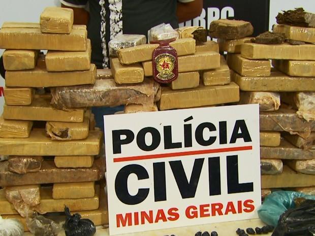 Polícia apreende 46 kg de maconha em residência de Guaxupé, MG (Foto: Reprodução EPTV)