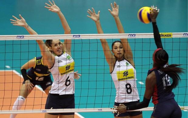 vôlei Brasil x EUA Grand Prix Thaisa e Jaqueline (Foto: Gaspar Nóbrega / Vipcomm)