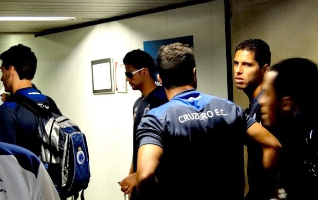 Willian Magrão embarca para Recife (Foto: Tarcísio Badaró / Globoesporte.com)
