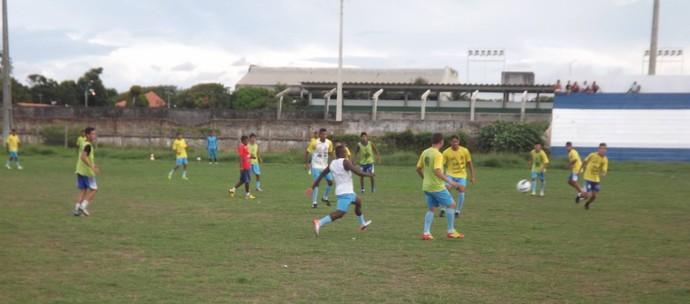 Com Paolo Rossi, jogadores fazem treino de dois toques no CT (Foto: Glaucio Resende)
