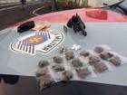 Adolescente é apreendido com arma e drogas em Bauru