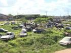 Prefeitura de Vila Velha, ES, retira carros abandonados das ruas