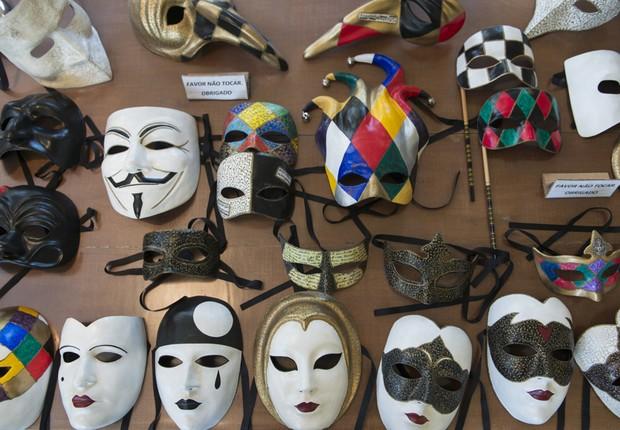 No Atelier de Las Mascaras, em São Francisco Xavier, as máscaras são produzidas com uma antiga técnica de empapelamento (Foto: Filipe Redondo / Época SP)