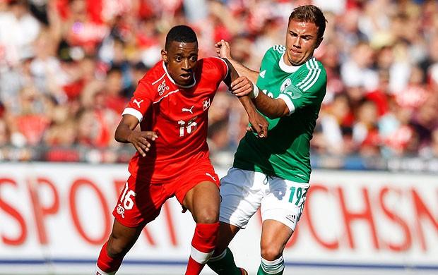 Gelson Fernandes e Goetze, Suiça x Alemanha (Foto: Agência Reuters)