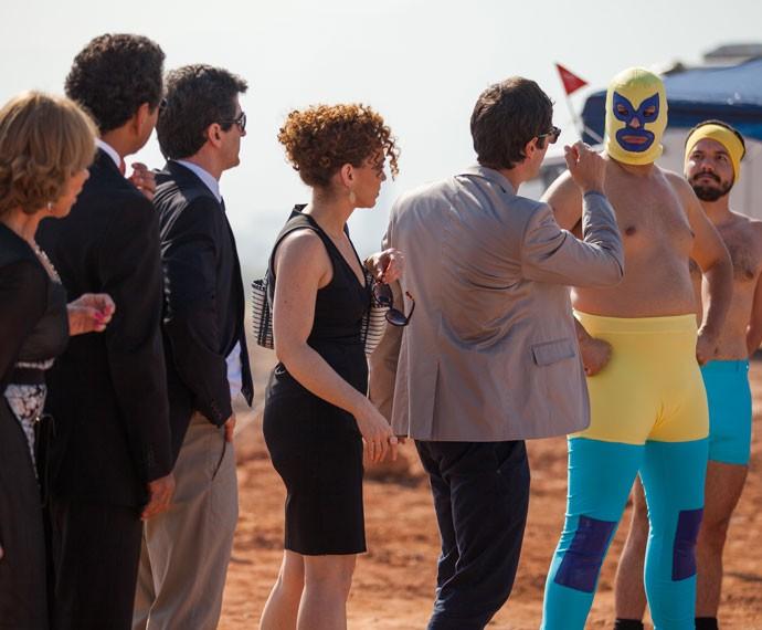 Luís contrata lutadores para a inauguração (Foto: Fabiano Battaglin/Gshow)