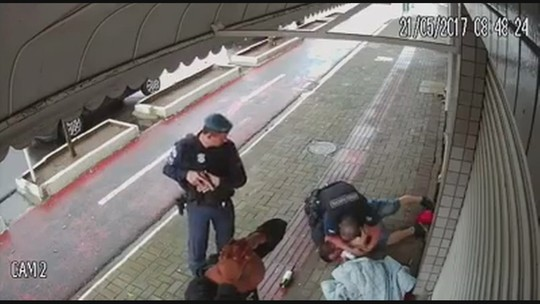 Guarda municipal de Balneário Camboriú é afastado após aparecer agredindo homem em vídeo