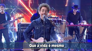 Nando Reis canta 'Por onde andei'