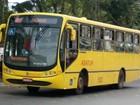 Ônibus começam a passar pela orla da Praia do Morro, em Guarapari, ES