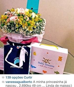 A modelo Vanessa Gualberto anunciou o nascimento de sua filha na manhã de hoje, pela sua conta no Instagram (Foto: Reprodução/Instagram)