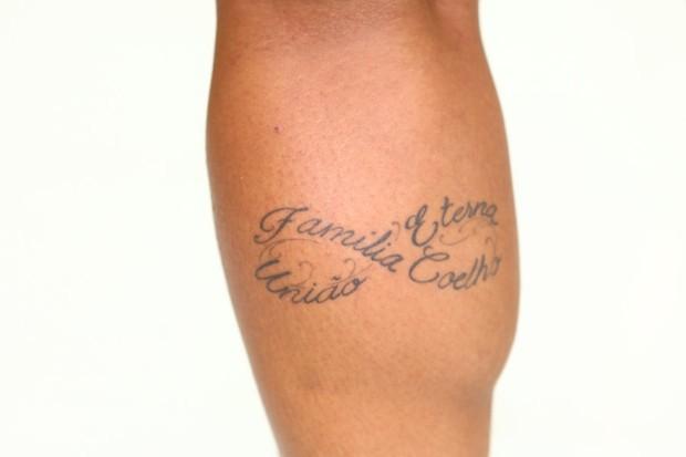 André - tatuagem da irmã (Foto: Iwi Onodera/EGO)