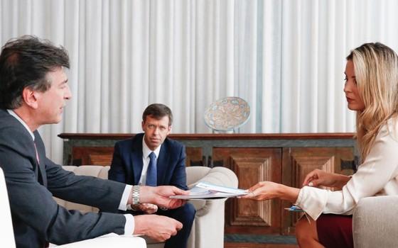 Marcela Temer em reunião com os médicos Claudio Lottenberg e Sidney Klajner (Foto: Carolina Antunes/PR)