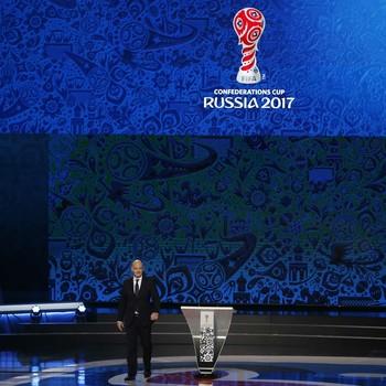 Gianni Infantino sorteio Copa das Confederações Kazan (Foto: Reuters)