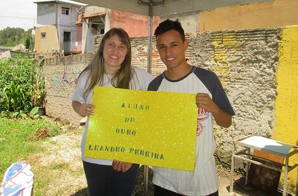 Leonardo Pereira foi homenageado como Aluno de Ouro (Foto: Divulgação / Projeto Crescer)