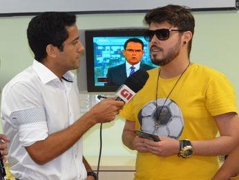 Flávio Antunes entrevista Lucas Kart (Foto: Fredson Navarro / G1)