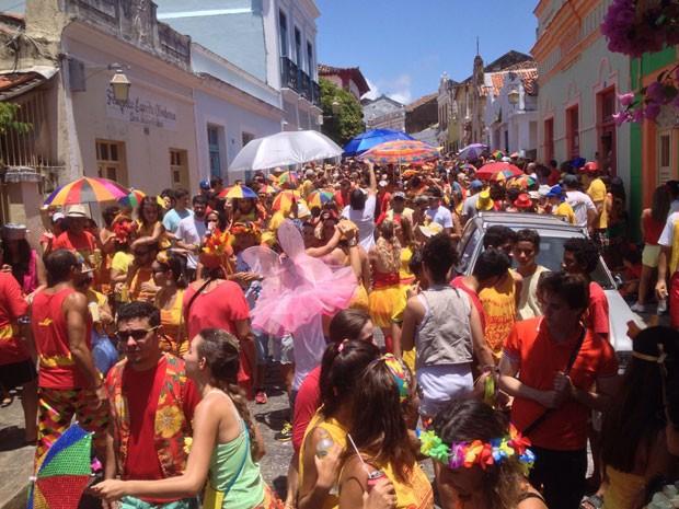 Desfile é acompanhado pela orquestra e pela batucada do Eu Acho é Pouco. (Foto: Kety Marinho / TV Globo)