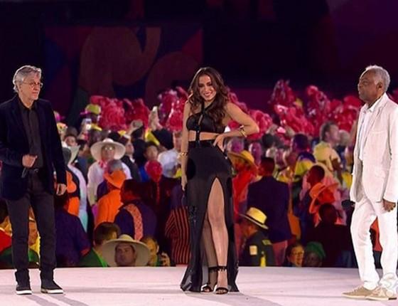 Caetano, Anitta e Gil cantaram na abertura dos Jogos Olímpicos no ano passado (Foto: Ego/Reprodução)