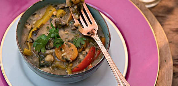 Curry de grão-de-bico com cogumelos e leite de coco (Foto: Cacá Bratke/Editora Globo)