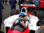 Alonso realiza sonho ao andar de MotoGP e McLaren igual à de Senna