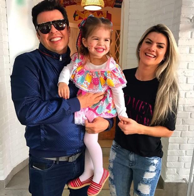 Wellington Muniz e Mirella Santos com Valentina (Foto: Reprodução / Instagram)