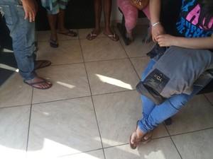 Grupo de peruanos trabalhavam em regime de escravidão em Itaquaquecetuba (Foto: Mirielly de Castro/ TV Diário)