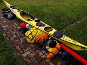 Caiaque e equipamentos de Luiz Felipe Buff, que vai atravessar o Brasil de caiaque (Foto: Arquivo pessoal)