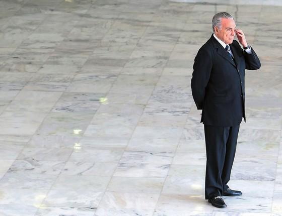 O presidente Michel Temer no segundo andar do Palácio do Planalto.Em vez de reformas,sua sucessão já é discutida no Congresso (Foto:  Adriano Machado/REUTERS)