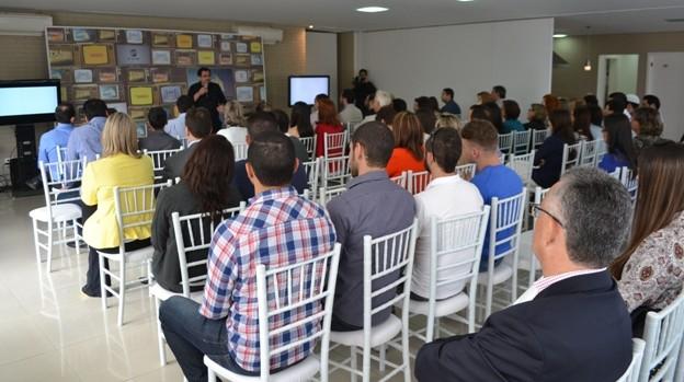 Eduardo Zugaib abordou ações práticas que estão no seu best-seller 'A Revolução do Pouquinho'.  (Foto: Reprodução / TV Diário)