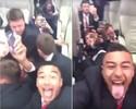 Lingard sorri e brinca dentro de ônibus do Manchester United em depredação