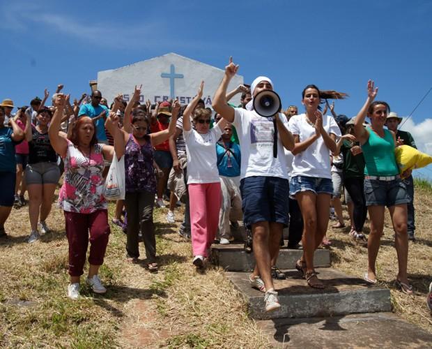 Fernanda Motta e Ricardo Pereira lideram o mutirão para reformar a capela (Foto: Domingão do Faustão / TV Globo)